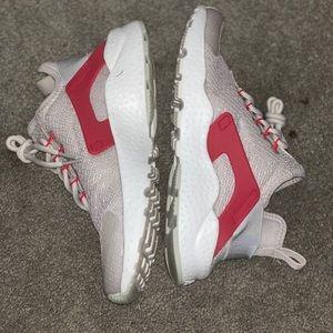 Nike hurraches, size 8 woman